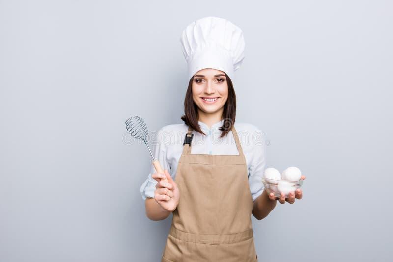 Conceito da preparação da pessoa de Omelete Retrato do professio bonito fotografia de stock