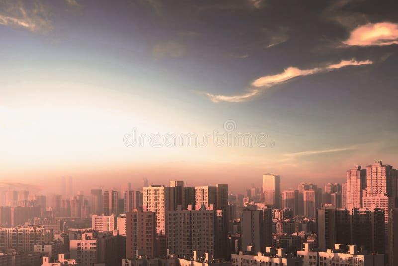 Conceito da proteção ambiental: cidades grandes com ar severamente poluído fotos de stock royalty free