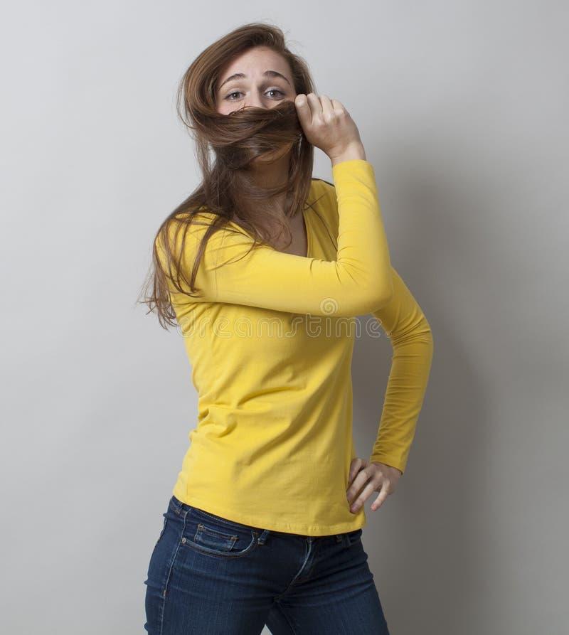Conceito da proteção para esconder orgulhoso da jovem mulher fotos de stock