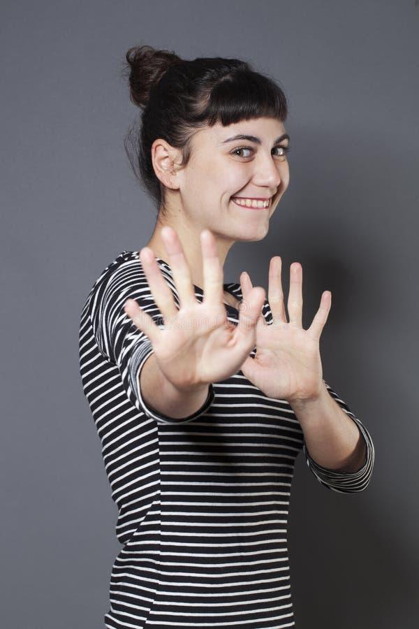 Conceito da proteção para a posição feliz da jovem mulher fotos de stock