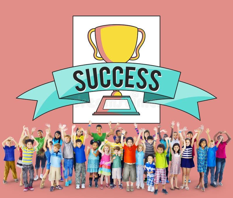 Conceito da realização do sucesso do prêmio de mérito das crianças das crianças fotos de stock royalty free