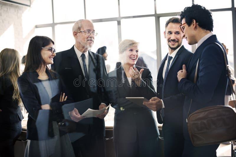 Conceito da reunião de planeamento da estratégia da conferência do dispositivo de Digitas imagens de stock