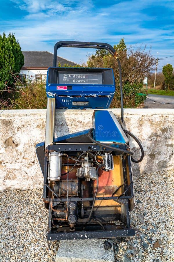 Conceito da tecnologia de cessa??o do motor de gasolina como o diesel e o g?s fotografia de stock