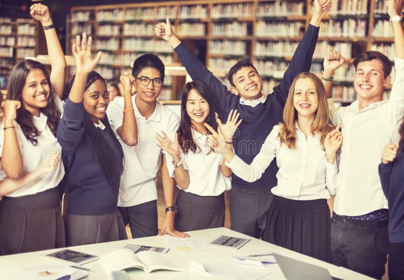 Conceito da tecnologia do conhecimento da sala de aula do colega imagens de stock royalty free