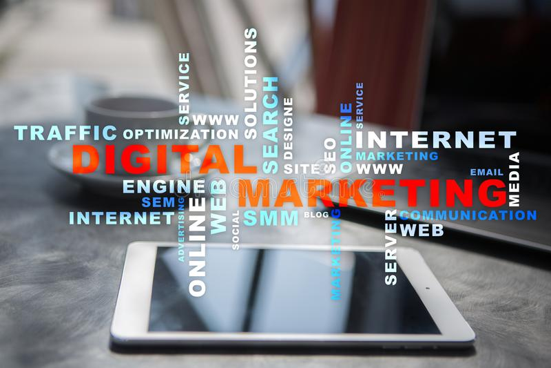 Conceito da tecnologia do mercado de Digitas Internet On-line Otimização do Search Engine SEO SMM anunciar Nuvem das palavras fotografia de stock royalty free