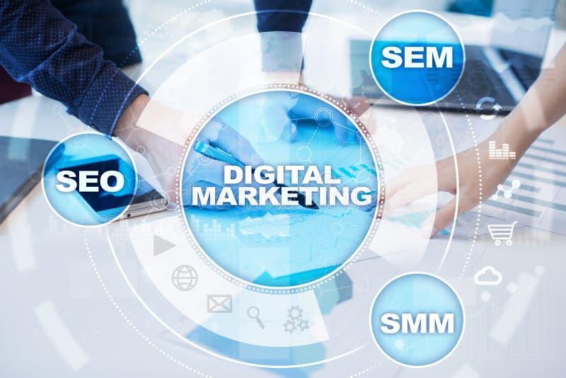 Conceito da tecnologia do mercado de Digitas Internet On-line SEO SMM anunciar imagem de stock
