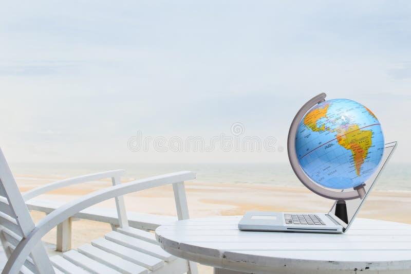 Conceito da tecnologia do world wide web na praia fotos de stock royalty free