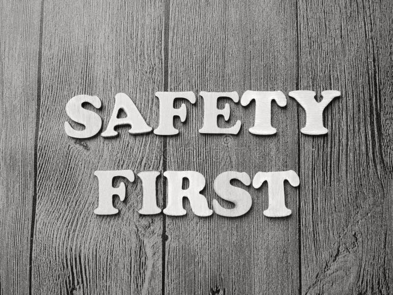 Conceito da tipografia das palavras da segurança em primeiro lugar imagem de stock