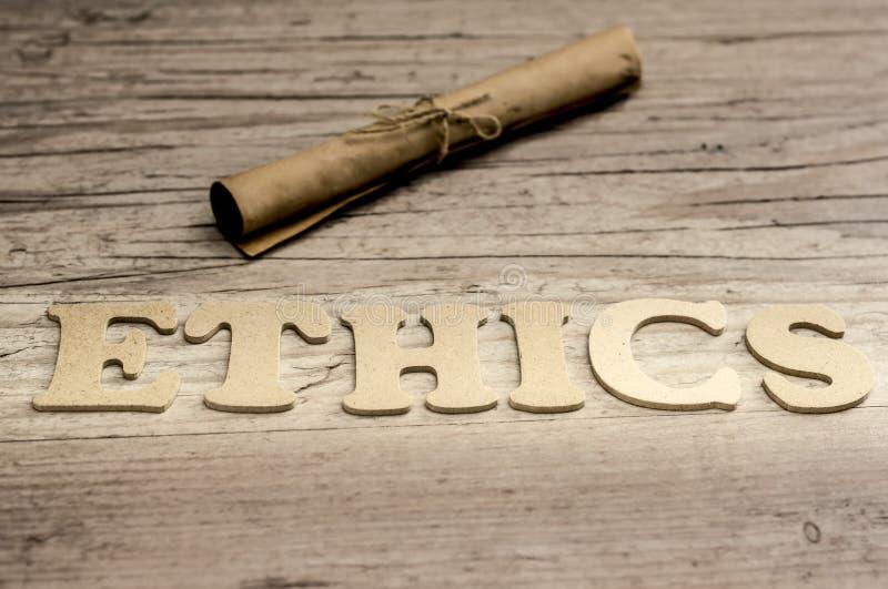 Conceito das éticas da palavra com letras de madeira imagem de stock