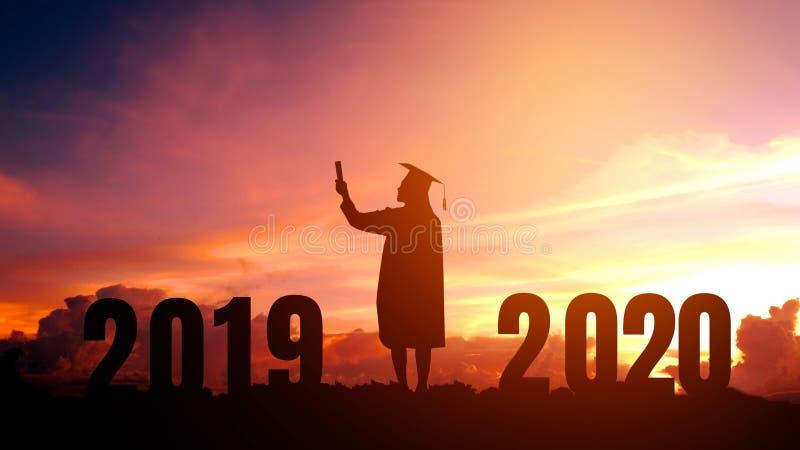 Conceito das felicitações de uma educação de 2020 anos da graduação dos povos da silhueta do ano novo em 2020, liberdade e ano no fotos de stock