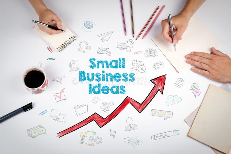 Conceito das ideias da empresa de pequeno porte A reunião na tabela branca do escritório foto de stock