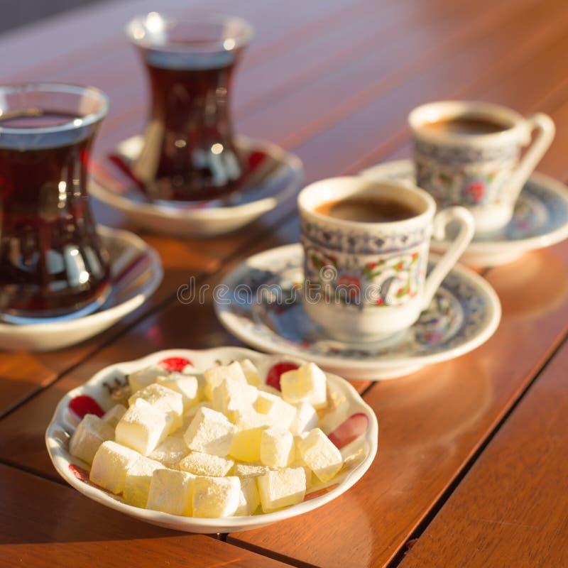 Conceito de acessórios turcos do chá e do café fotografia de stock royalty free