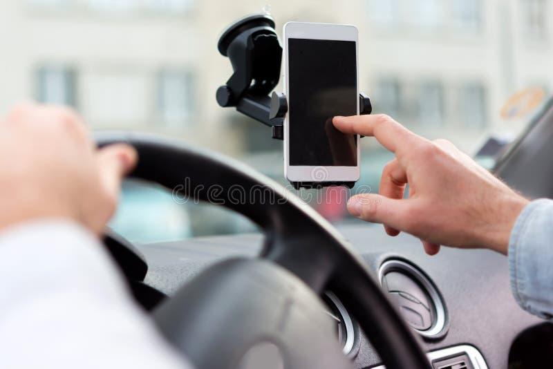 Conceito de ajustar GPS em um smartphone - transporte o conceito fotografia de stock royalty free