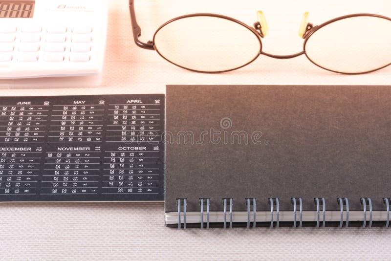 Conceito de aplanamento do negócio com calendário imagem de stock