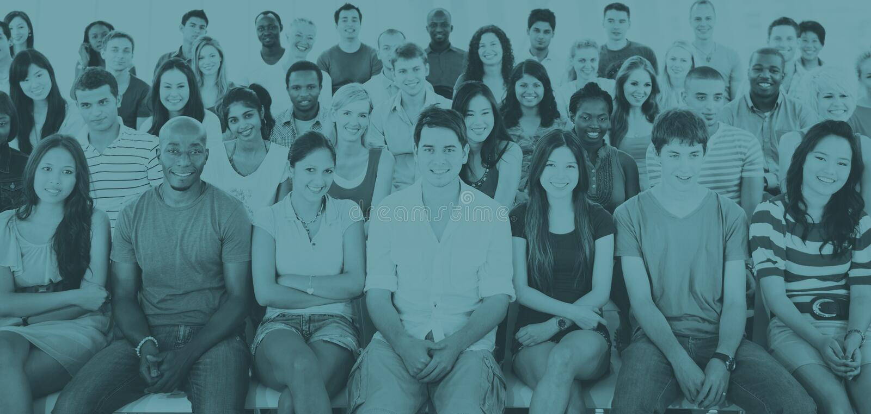 Conceito de assento ocasional da audiência da multidão dos povos do grupo fotos de stock royalty free