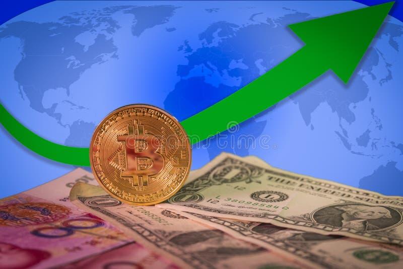 Conceito de aumentação do mercado em alta financeiro com bitcoin dourado acima das contas do dólar e do yuan imagem de stock