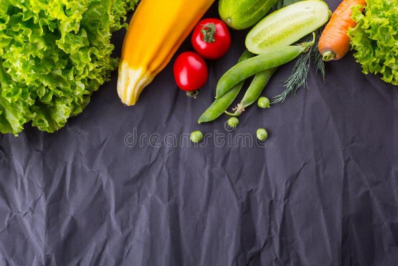 Conceito de comer saudável e do vegetariano Com espaço para o texto fotos de stock royalty free