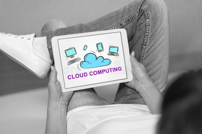 Conceito de computação da nuvem em uma tabuleta fotos de stock royalty free