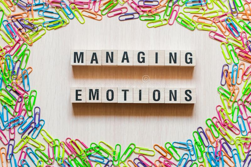 Conceito de controlo das palavras das emoções imagens de stock