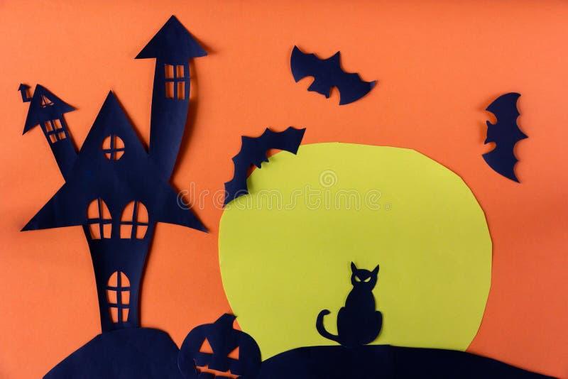 Conceito de Dia das Bruxas com o castelo assombrado da casa imagens de stock royalty free