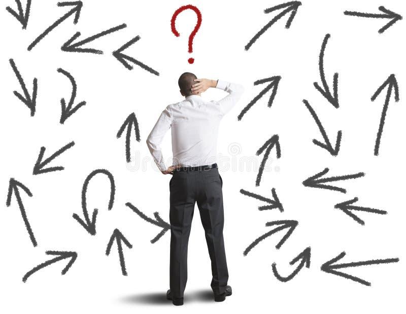 Escolhas difíceis de um homem de negócios imagens de stock