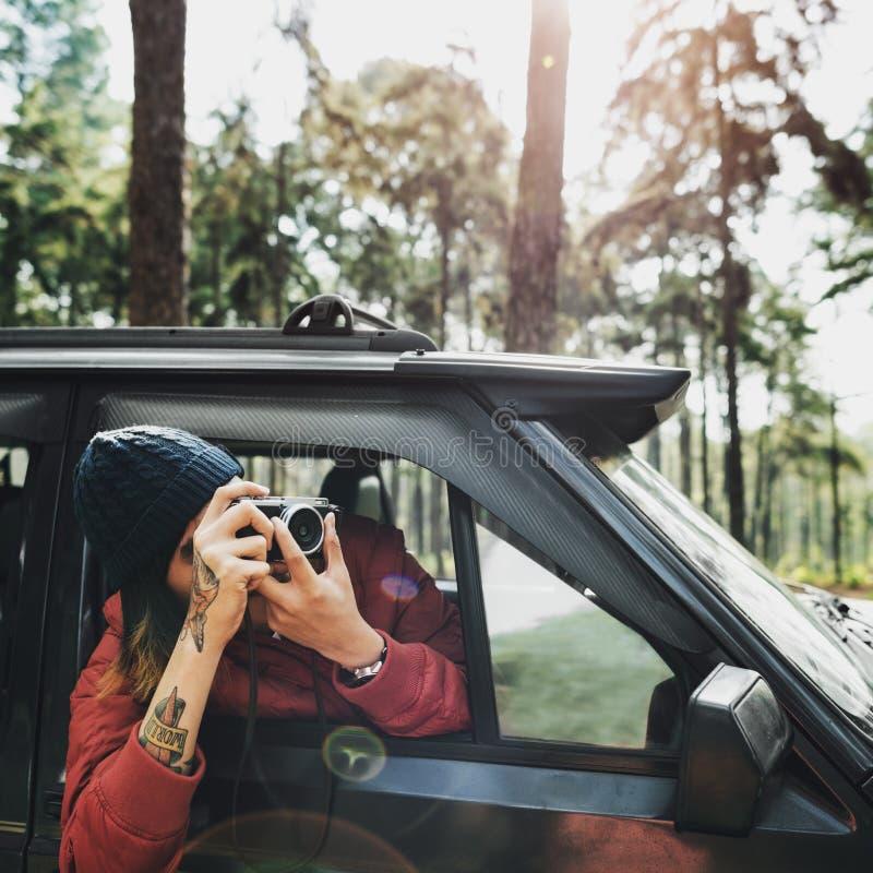 Conceito de Guy Taking Photos Road Trip fotografia de stock