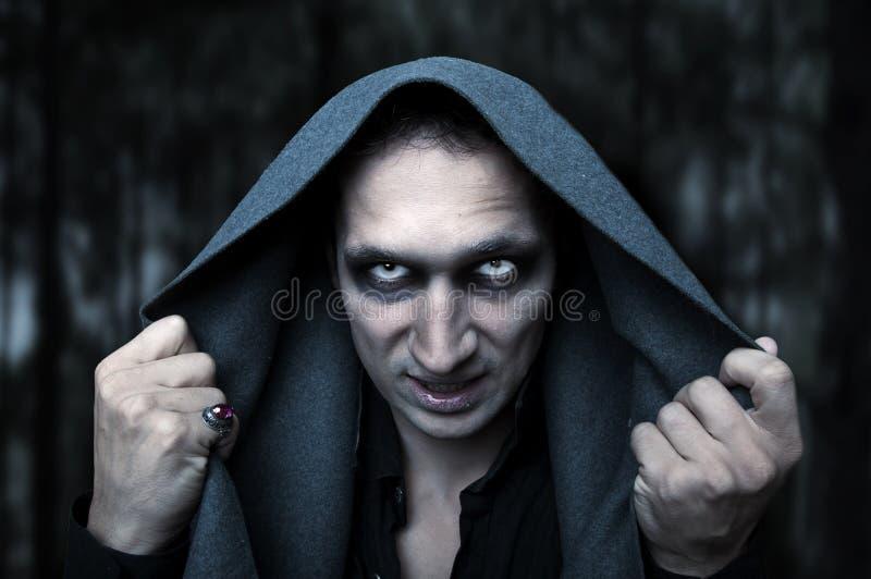 Conceito de Halloween. Olhos maus do mistério imagens de stock