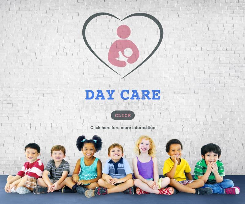 Conceito de Nursery Love Motherhood do baby-sitter da baby-sitter do centro de dia imagem de stock