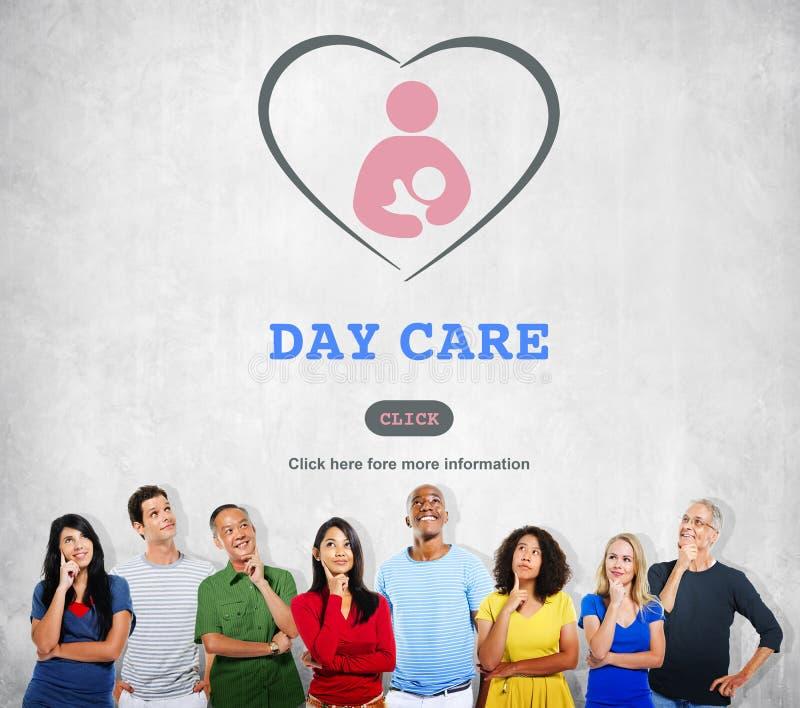 Conceito de Nursery Love Motherhood do baby-sitter da baby-sitter do centro de dia imagens de stock
