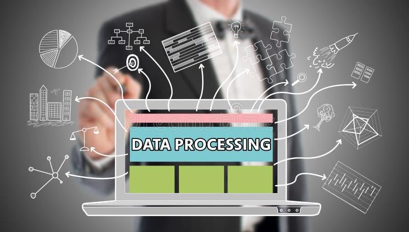 Conceito de processo de dados tirado por um homem de negócios foto de stock