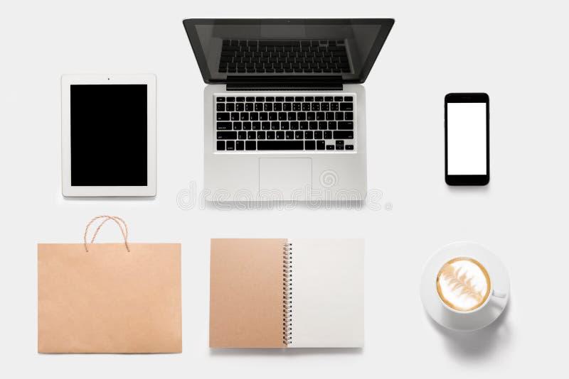 Conceito de projeto da tabuleta do modelo, caderno, telefone celular, livro, cof imagens de stock royalty free