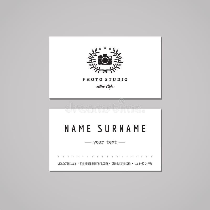 Conceito de projeto do cartão do estúdio da foto Logotipo do estúdio da foto com câmera da foto e a grinalda verde-oliva Vintage, ilustração stock