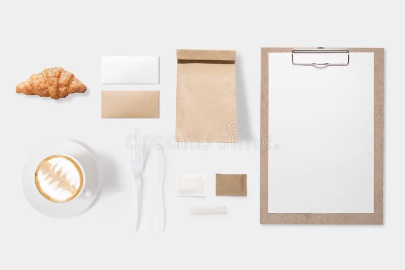 Conceito de projeto do SE do copo do papel, do saco, da prancheta e de café do modelo imagens de stock