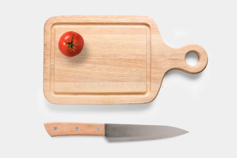 Conceito de projeto do tomate do modelo no grupo da placa e da faca de corte foto de stock royalty free