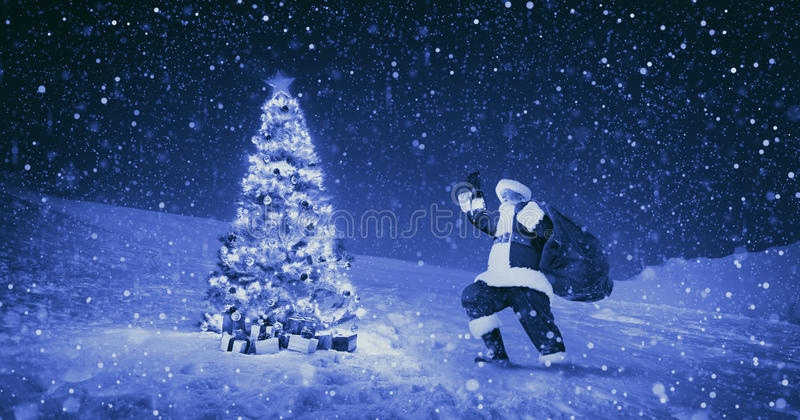 Conceito de Santa Claus Night Christmas Season Snowing fotografia de stock royalty free
