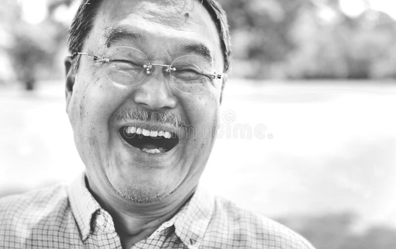 Conceito de sorriso da felicidade do estilo de vida do homem japonês fotografia de stock