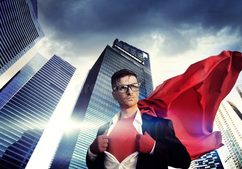 Conceito de Strength Cityscape Cloudscape do homem de negócios do super-herói fotos de stock royalty free