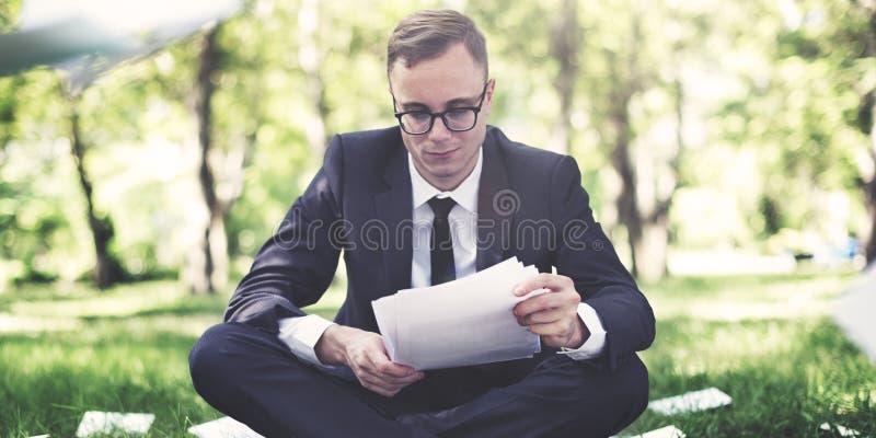 Conceito de Stressful Sadness Failure do homem de negócios foto de stock