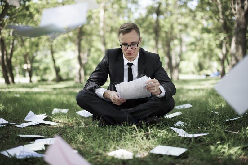 Conceito de Stressful Sadness Failure do homem de negócios imagens de stock
