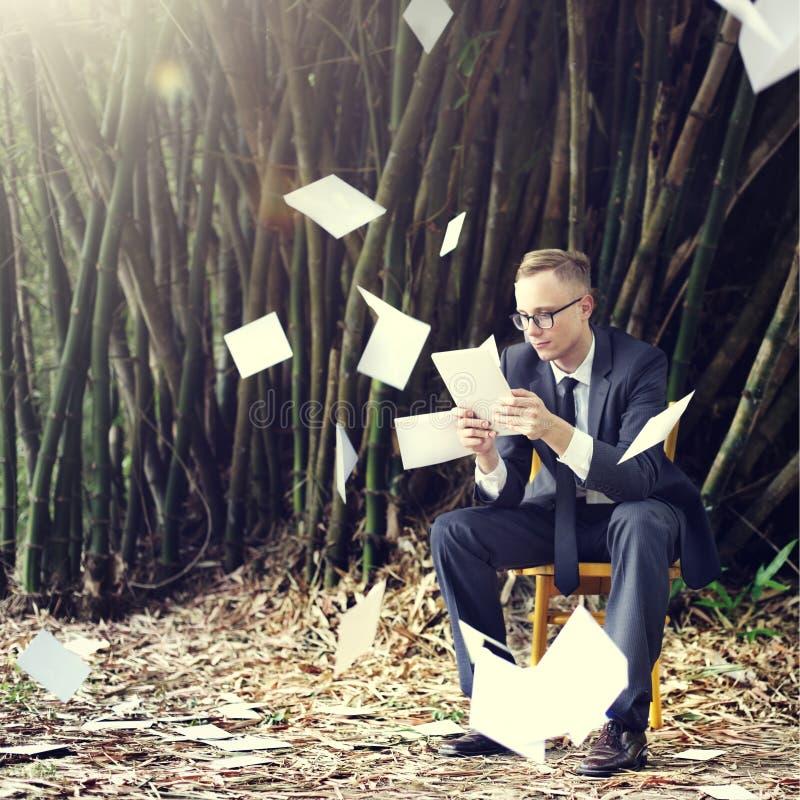Conceito de Stressful Sadness Failure do homem de negócios imagens de stock royalty free