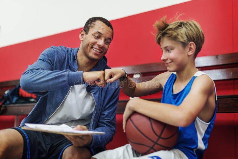 Conceito de Team Athlete Basketball Bounce Sport do treinador imagem de stock