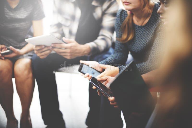 Conceito de Team Digital Device Technology Connecting do negócio fotografia de stock royalty free