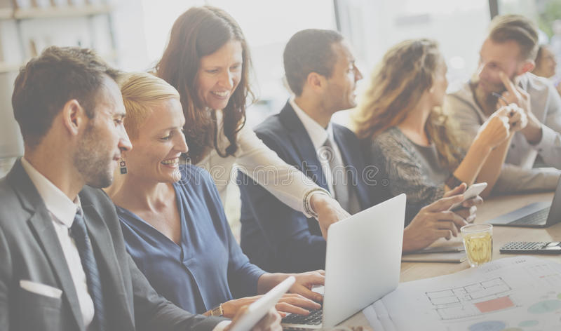 Conceito de Team Engineering Corporate Discussion Workplace imagens de stock