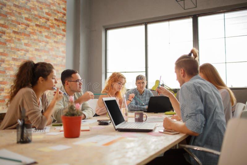 Conceito de Team Meeting Brainstorming Planning Analysing foto de stock royalty free