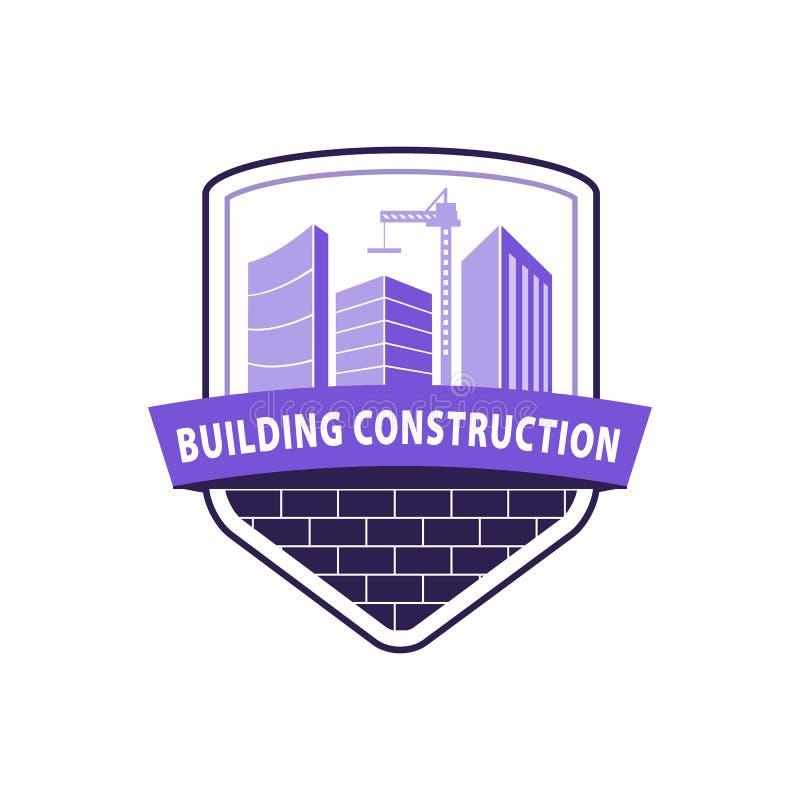 Conceito de trabalho da indústria da construção Logotipo da construção civil na violeta Prédios, guindaste de construção em vagab ilustração stock