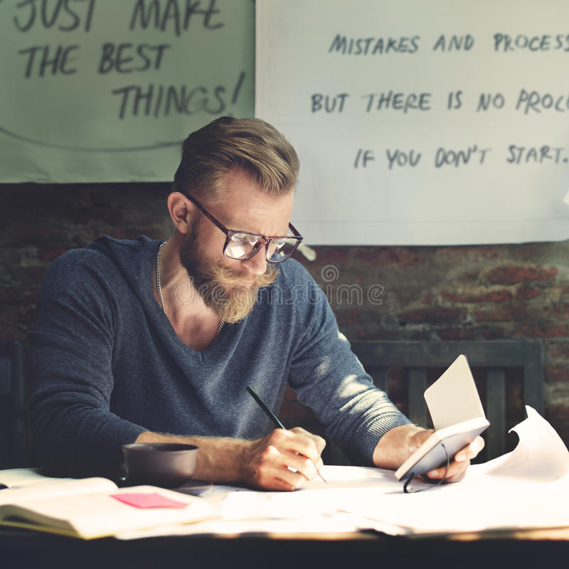 Conceito de trabalho de Determine Ideas Writing do homem de negócios imagens de stock royalty free