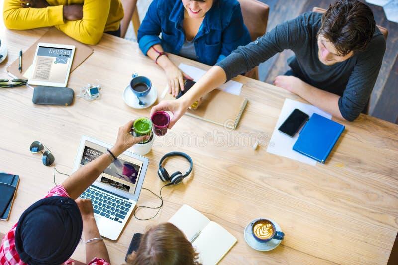 Conceito de trabalho do café do escritório do planeamento da faculdade criadora das ideias fotografia de stock royalty free
