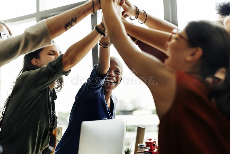 Conceito de trabalho do local de trabalho da sessão de reflexão da ascendência africana imagens de stock royalty free