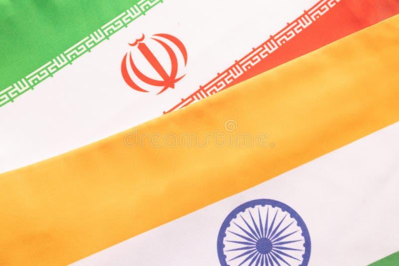 Conceito de um relacionamento bilateral entre dois países que mostram com duas bandeiras: Índia e Irã fotos de stock