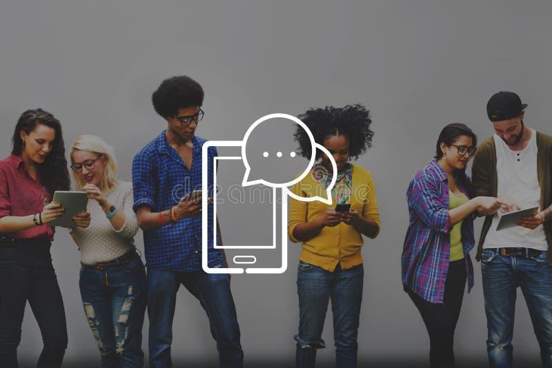 Conceito de uma comunicação da conexão a Internet dos dispositivos de Digitas imagem de stock